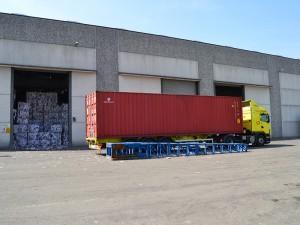 commercio-di-carta-container-al-carico